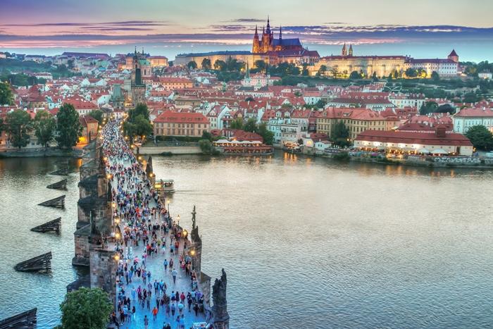 Praga puente singles